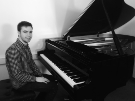 Chris Gray (piano photo)